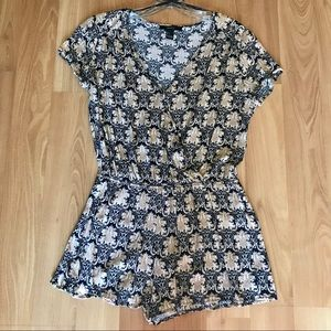 Forever 21 Romper with sleeves